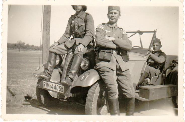 Ein PKW Nummernschild der deutschen Reichswehr mit der Nummer RW 44055